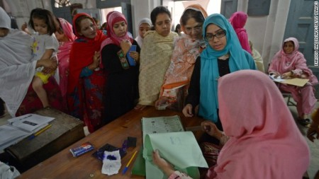 130511102212-pakistan-women-vote-horizontal-gallery